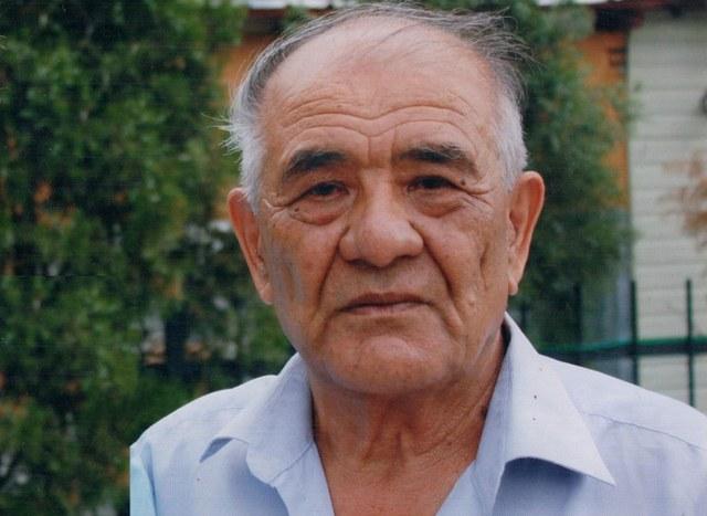 Köp qirliq Uyghur edib ilaxun jelilof Uyghurlarning tragédiyelik ré'alliqidin hesretlinip, öz qelimi bilen sansiz misralarni yazghan.
