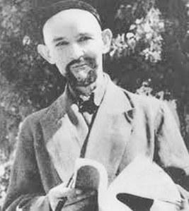 شائىر 1933-يىلى قەشقەردە مىللىي ئىنقىلابقا ئىشتىراك قىلىپ، يارىلانغان ۋە شۇندىن كېيىن، «نىمشېھىت»، يەنى «يېرىم جان» دېگەن سۆزنى ئۆزگە تەخەللۇس قىلىپ تاللىغان.