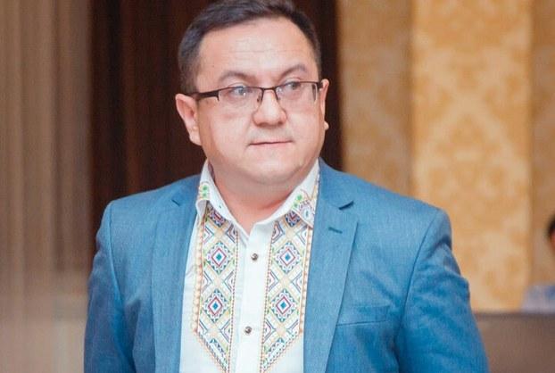قازاقىستان تاۋلانغان شائىرلارنىڭ بىرى ۋىليام مولوتوف ئەپەندى. 2019-يىلى، ئالمۇتا.