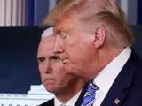 Президент доналд трамп билән муавин президент майк пәнс корона вируси тоғрилиқ доклаттин кейин йиғин залидин чиқип кетиватқан көрүнүши. 2020-Йили 23-март, вашингтон.