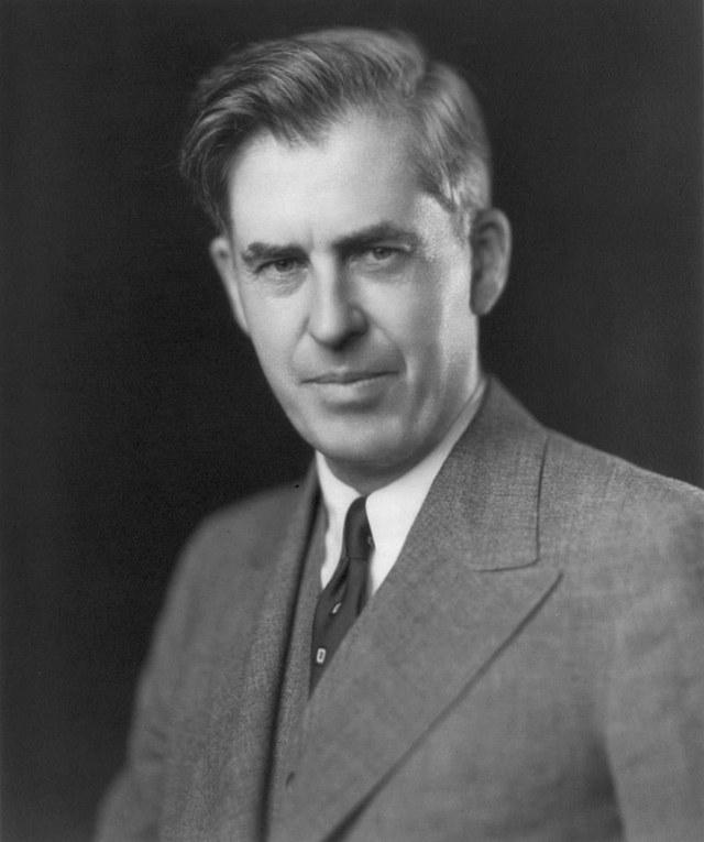 1946-Yili inqilab rehberliri arisida xelq'araliq yardemge we qollashqa érishishte amérikagha intilish xahishlirimu peyda boldi.
