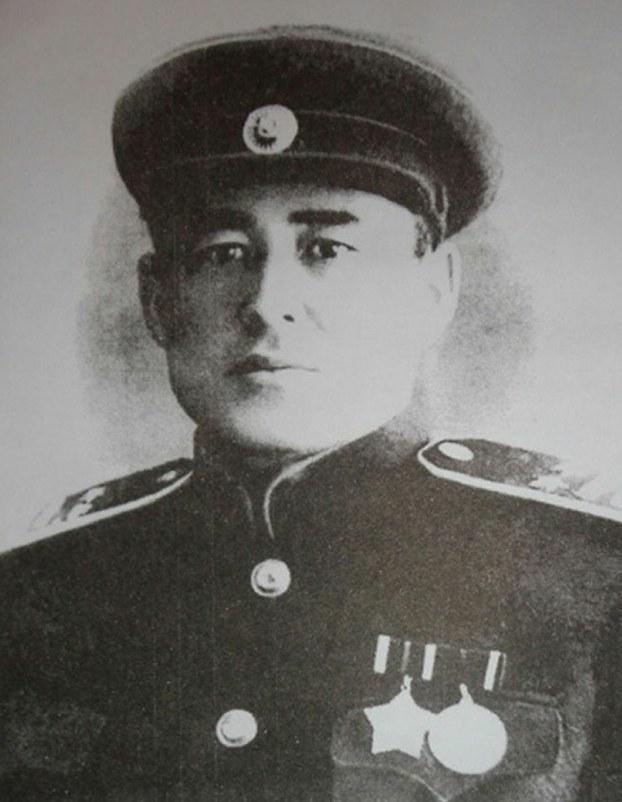 Шәрқий түркистан миллий армийәси  подполковники һүсәйин ғази. 1948-Йили тартилған сүрәт.