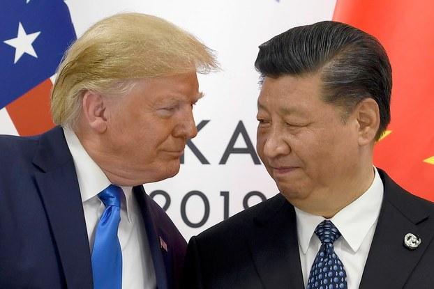 ئامېرىكا پرېزىدېنتى دونالد ترامپ بىلەن خىتاي رەئىسى شى جىنپىڭ گ-20 يىغىنىدا. 2019-يىلى 29-ئىيۇن، ئوساكا، ياپونىيە.