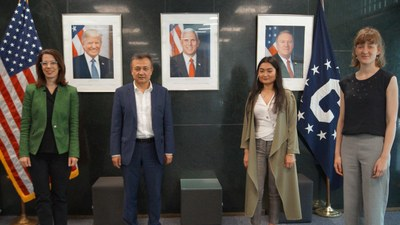 dolqun-eysa-amerika-konsuli-myunxen.jpg