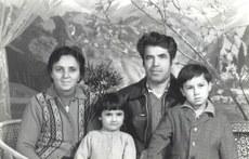 سۆيۈنگۈل چانىشېف خانىم ئائىلىسى بىلەن. 1970-يىللىرى.