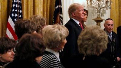 trump-yehudiy-Holocaust-survivors.jpg