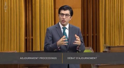 Канада консерватип парламент әзаси гарнет гениюс әпәнди канада авам палатасида хитайниң уйғурларға йүргүзүватқан дәһшәтлик муамилиси һәққидә сөз қилмақта. 2020Йили 4-авғуст.