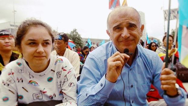 Jenwe shehiride élip bérilghan Uyghur we tébetlerning birleshme namayishigha gérmaniyedin kelgen türk yashlar. 2016-Yili 16-séntebir, shwétsariye.