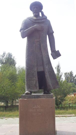 Qazaqistan yarkent shehiridiki bilal nazim heykili. 2014-Yil.