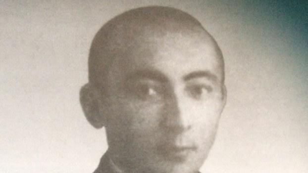 Сәйпидин әзизиниң 1940-йилларда шәрқий түркистан җумһурийити (1944-1949)  дәвридә чүшкән сүрити.(Китабидин сүрәткә елинған)