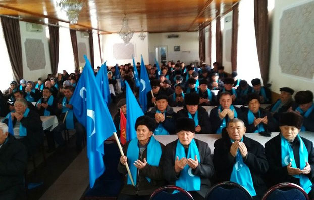 Бишкәк шәһиридә қирғизистан уйғурлири «иттипақ» җәмийитиниң уюштурған икки җумһурийәтни хатириләш йиғинидин көрүнүш. 2018-Йили 12-ноябир, бишкәк.
