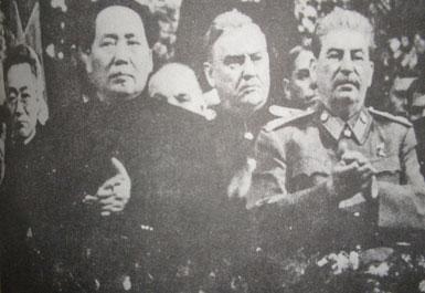 ماۋ زېدۇڭ ستالىننىڭ تۇغۇلغان كۈنىدە. 1942-يىلى 12-ئاي، موسكۋا. (مۇناسىۋەتلىك كىتابتىن ئېلىنغان)