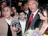 Uyghur milliy herikiti rabiye qadir xanim amérika hökümitining bésimi bilen xitay türmisidin qoyup bérilip amérika kelgen waqti. 2005-Yili 17-mart, chikago.