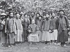 1906-يىلىدىكى خوتەن دوتىيى چې يۈخېڭ ۋە ئۇنىڭ يەرلىكتىن تەيىنلەنگەن بەگلىرى.
