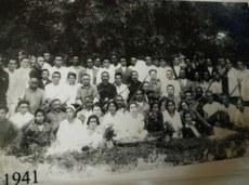 1941-يىلى ئىلى سانايى نەپىسەدىكى سەنئەتكارلارنىڭ چۈشكەن سۈرىتى.