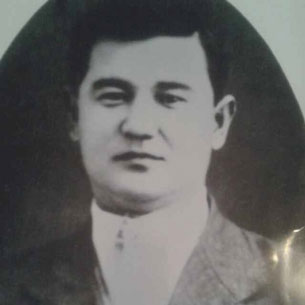 ئاتاقلىق مۇقامشۇناس ۋە كومپوزىتور زىكرى ئەلپەتتا (1915-1986) نىڭ ياشلىق مەزگىلىدە چۈشكەن سۈرىتى. 1940-يىللار.