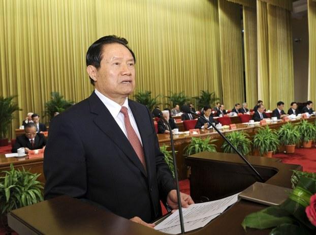 Xitay emeldari ju yungkang yighinda söz qilmaqta. 2012-Yili 26-séntebir, béyjing.
