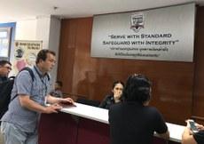 ئىختىيارىي مۇخبىرىمىز ھاجى قۇتلۇق قادىرى تايلاند باڭكوكتىكى كۆچمەنلەر ئىدارىسىدە. 2017-يىلى 13-ئىيۇل.