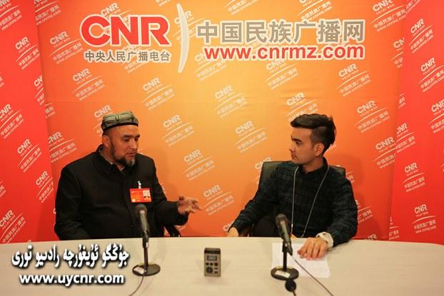 Ablimit exmettoxti damolla hajim béyjingdiki ikki yighin mezgilide xitay merkiziy xelq radi'o istansisi Uyghur bölümining ziyaritini qobul qilghan. 2014-Yil 11-mart, béyjing.
