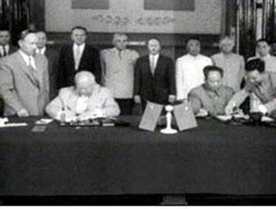 1958-يىلى ئاۋغۇست ۋە 1959-يىلى ئۆكتەبىردىكى ماو بىلەن خرۇشېۋ سۆھبىتى ئىككى كوممۇنىستنىڭ ئارىسىدىكى بوشلۇقنى تولدۇردى.