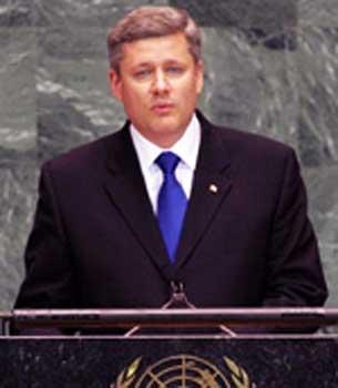 Сүрәттә, канада баш министири стефен харпер сөздә.
