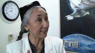Rabiye qadir xanim jan-dili bilen Uyghurlar dawasini dawamlashturmaqta. 2011-Yili 14-aprél.