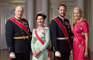 2010 - Yili 10 - dékabir küni chüshtin kéyin norwégiye padishahi teripidin uyushturulghan kechlik ziyapette padishah er-ayal, shahzade we melike
