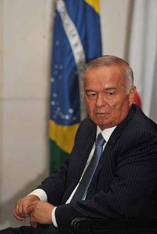 Өзбәкистан җумһурийитиниң президенти ислам кәримоф.