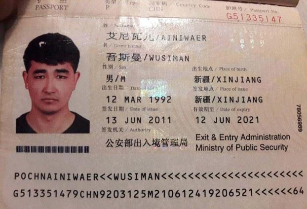 2019-يىلى 27-ئاۋغۇست كۈنى تۈركىيەنىڭ ئىستانبۇل شەھىرىدىكى سافاكۆي رايونىدا ساقچىلار تەرىپىدىن تۇتۇپ كېتىلگەن ئوسمان ئەنۋەرنىڭ پاسپورتى.