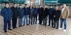 «ئۇيغۇر ئاۋازى» گېزىتىگە مۇشتەرى توپلاش مۇراسىمىدا خاتىرە سۈرەت. 2019-يىل 1-دېكابىر چىمكەنت، قازاقىستان.