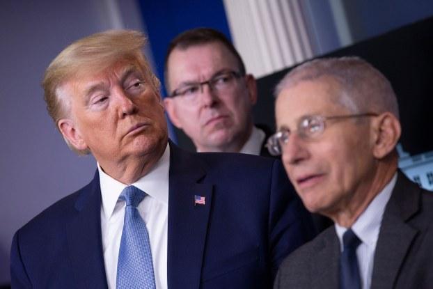 Америка президенти доналд трамп шәнбә күндики ахбарат елан қилиш йиғинида. 2020-Йили 21-март. Вашингтон д.С., америка.