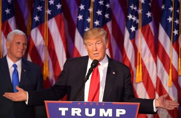 Америкидики җумһурийәтчиләр партийисиниң вәкили доналд трамп сайлам җәрянида сөзләватқан көрүнүш. 2016-Йили 8-ноябир, ню йорк.