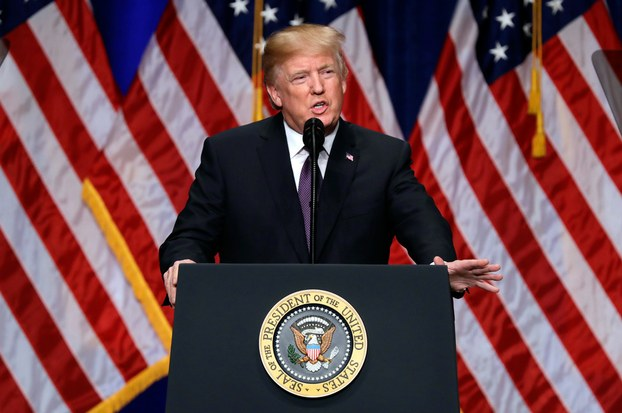 ئامېرىكا پرېزىدېنتى دونالد ترامپ ئامېرىكىنىڭ «2017-يىللىق دۆلەت بىخەتەرلىك ئىستراتېگىيەسى» نى ئېلان قىلماقتا. 2018-يىلى 18-دېكابىر، ۋاشىنگتون.