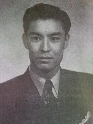 شائىر ۋە يازغۇچى مەرھۇم ئابدۇرەھىم ئۆتكۈر. 1948-يىلى (ئورنى ئېنىق ئەمەس)