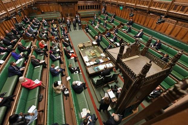 Әнглийә парламентида ечилған йиғиндин көрүнүш. 2020-Йили 18-март, лондон.