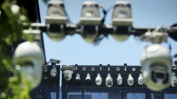 Хитай технологийә гуруһи - дахуа һәссидарлиқ чәклик ширкитиниң көзитиш камералири көргәзмидә. 2018-Йили 29-май, хаңҗу.