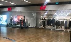 H&M كىيىم شىركىتىڭ İئىستانبۇل مارمارا فورۇمدىكى شۆبە دۇكىنىڭ كۆرۈنۈشى. 2020-يىلى 23-سېنتەبىر، تۈركىيە.