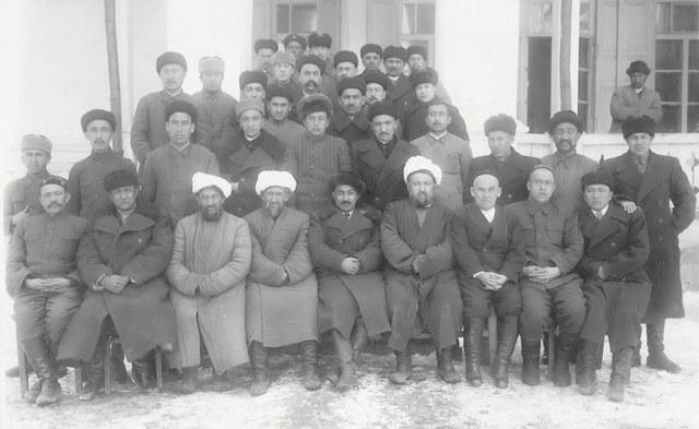 1946-Yili 6-ayda shinjang ölkilik birleshme hökümet qurulup, exmetjan qasimi ölkining birinchi mu'awin re'isi bolidu.