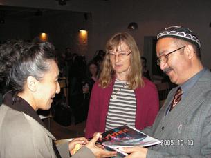 مەرھۇم كۈرەش كۆسەن رابىيە قادىر خانىم بىلەن بىللە (2005-يىل ئۆكتەبىر)