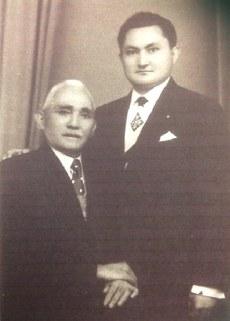 Ghulamidin paxtaning dadisi exmet paxta hajim bilen istanbulda jem bolghanda chüshken süriti. 1950-Yillar, türkiye.