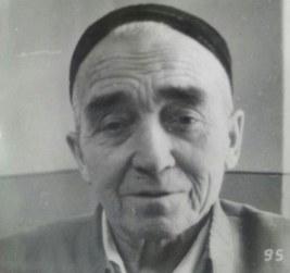 ئابدۇغوپۇر شاپتول داموللا 1930-يىللاردىكى مىللىي ئىنقىلاب دەۋرىدە قەشقەردىكى قوزغىلاڭچىلار رەھبەرلىرىنىڭ ئارىسىغا نىزا-زىددىيەت تېرىغان.